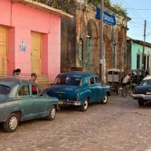 Old cars and colorful buildings (Trinidad)