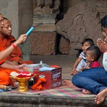 Angkor Wat (monks giving blessing)