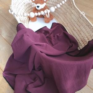 Hydrofiel doek in de kleur Bordeaux met zwarte pompom rand