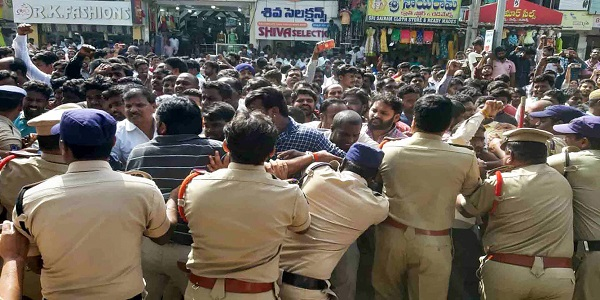 protesters-gather-at-police-station-priyanka-reddy-2