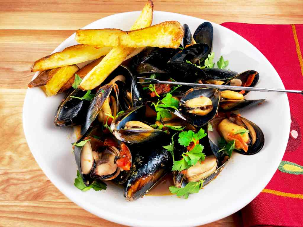 Brothy Mussels Oven Fries