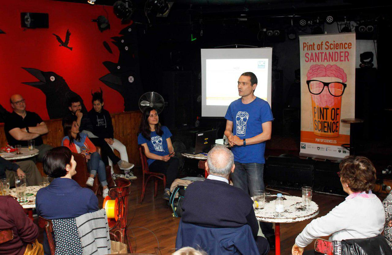 Adolfo Cobo en Pint of Science 19