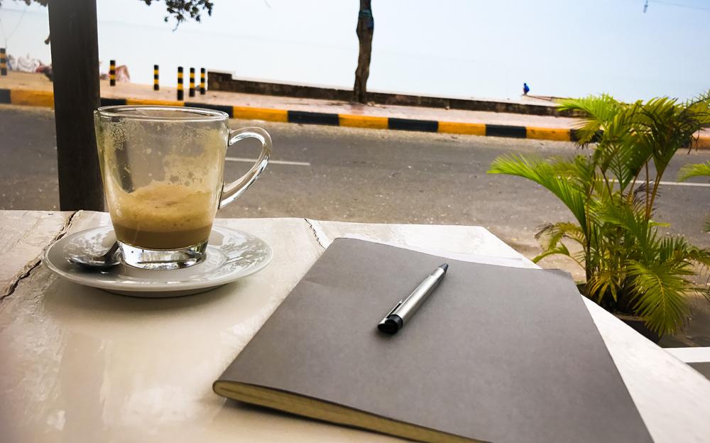 Im Café am Strand in Kambodscha