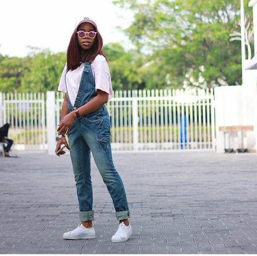 what-to-wear-with-nysc-white-sneakers-10