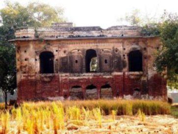 a-Mughal-Building-Bara-Dari-Gujrat.