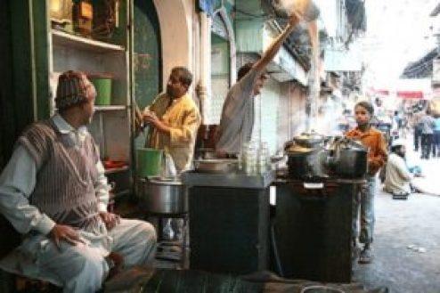 A-Chai-wala-in-Chandni-Chowk-New-Delhi-600x400