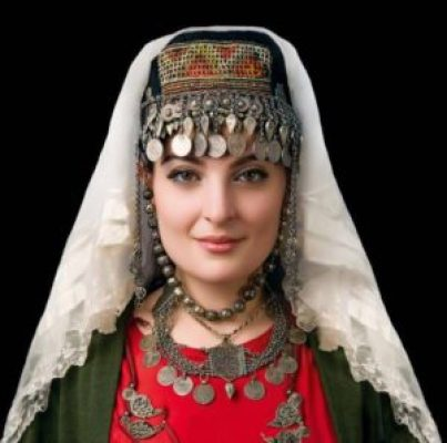 Armenian-woman-in-traditional-dress-