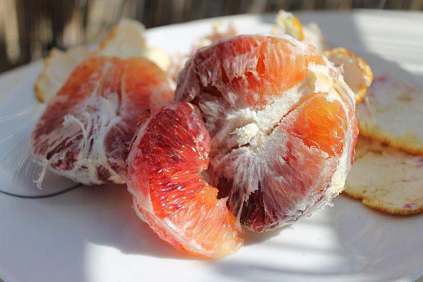קשה לקלף תפוזי דם.