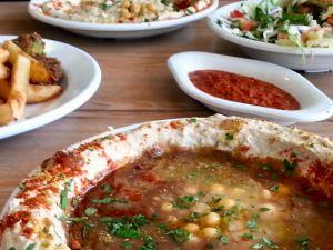 שולחן במסעדת קלבוני חולון