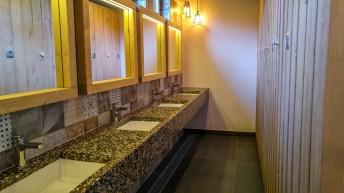 neue, moderne Sanitäranlagen