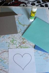Papierauswahl für die Valentinstagskarte
