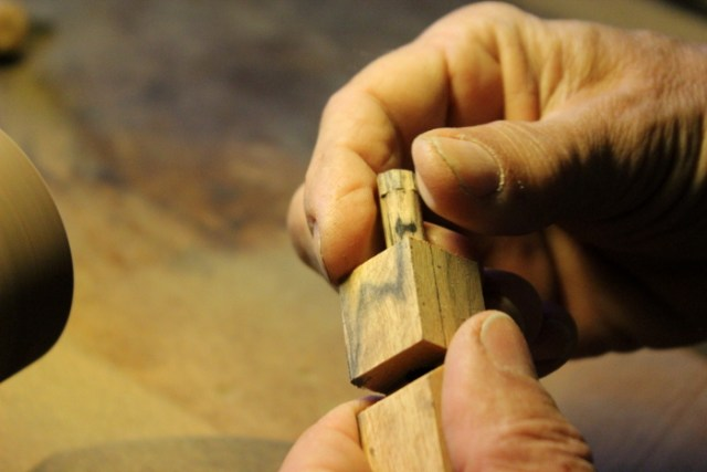 Holzstift der in die Hundepfeife verankert wird
