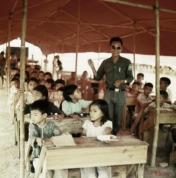https://i0.wp.com/hung-viet.org/images/file/MwuKKzdj0wgBACAP/saigonxua-1967-lophocchotreemdosudoan5vietnamconghoatochuc-nguoilinhvietnamconghoa.jpg