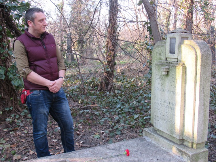 Szilárd Kalmár, a social worker in Budapest's 8th District, is the only person to tend to the abandoned grave of a prominent Hungarian left-wing political leader. Photo: Christopher Adam.