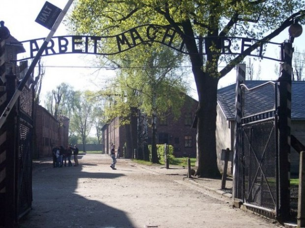 The entrance to Auschwitz. Photo: Pimke.