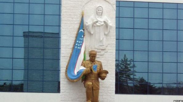 Statue that replaced the memorial to the Soviet soldier: Oath to the Motherland, Tashkent