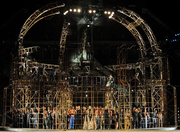 The rusty crown-cage of Róbert Alföldi's rendition of István, a király