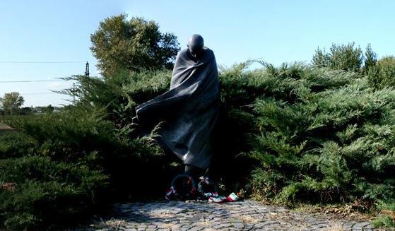 The statue of Miklós Radnóti before its destruction