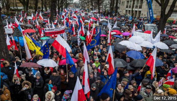 Polish demonstration, December 2015 / news.yahoo.com