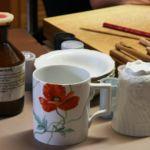 Arbeitsplatz Porzellanmalerin Meißen