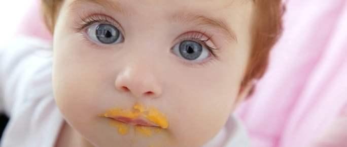 Baby isst Brei | © panthermedia.net /TONO BALAGUER