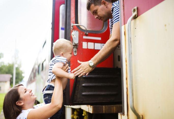 Kinder im Zug | © panthermedia.net /Jozef Polc