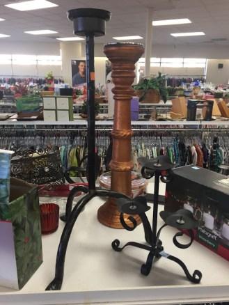 Những chiếc đế cắm đèn cầy phong cách vintage, những cửa hàng bán mới có giá gấp 10-20 lần