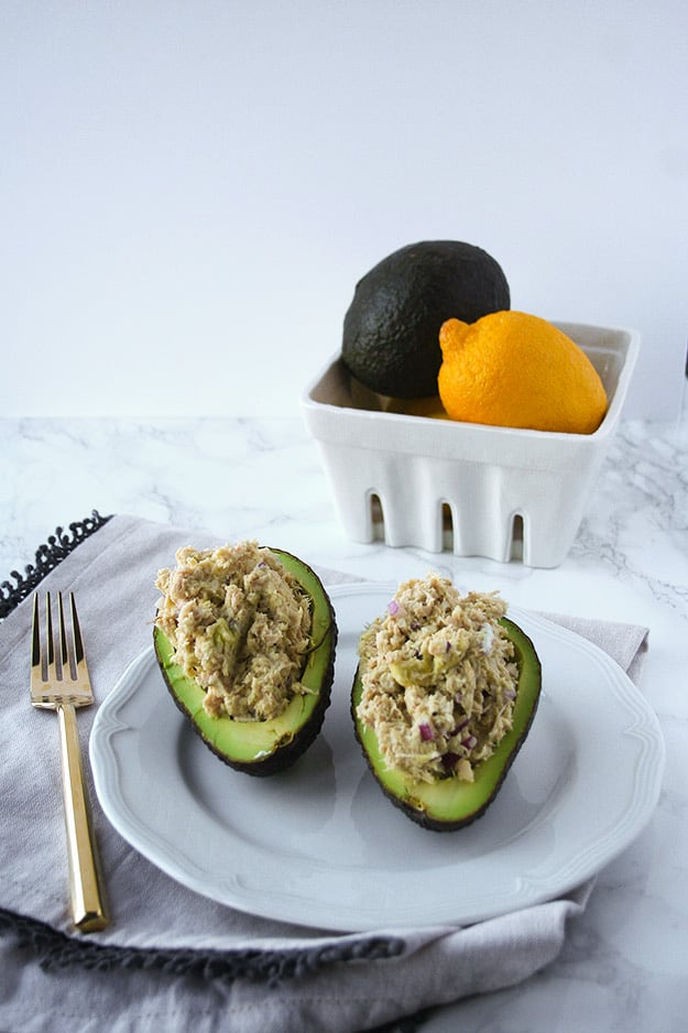 Avocado Tuna Salad | hungrybynature.com