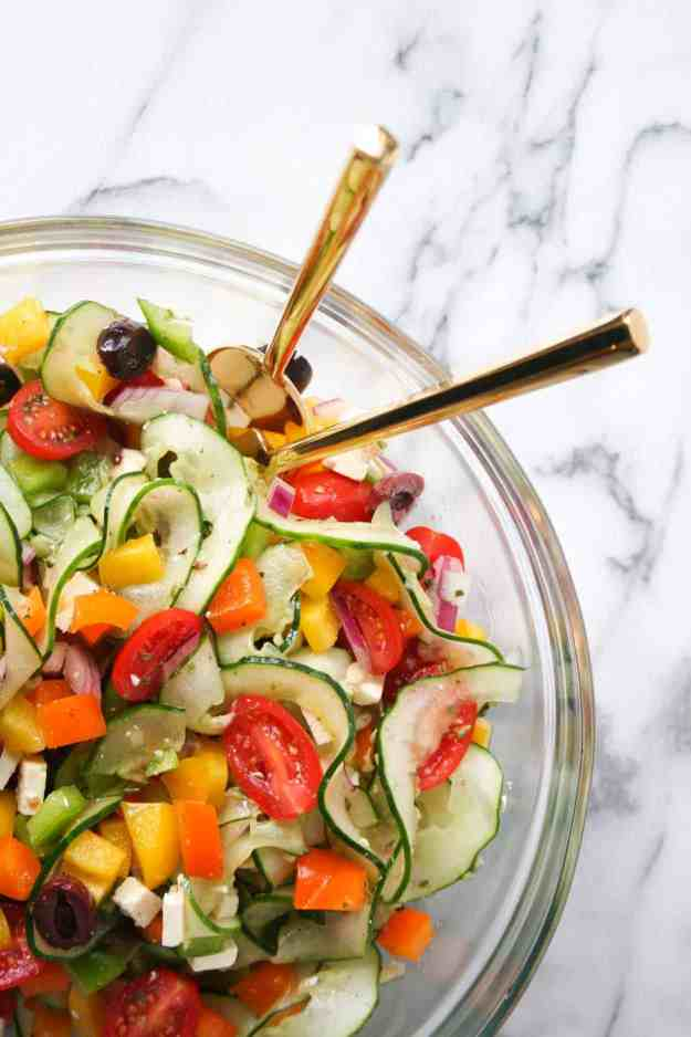 Veggie Packed Simple Greek Salad | hungrybynature.com