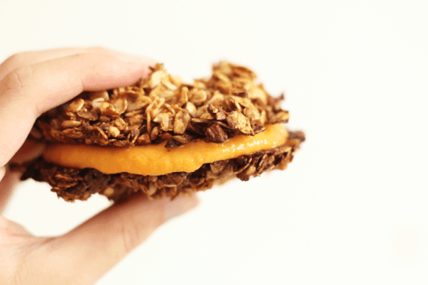 The 10 BEST pumpkin breakfast recipes - pumpkin granola sandwiches! | hungrybynature.com