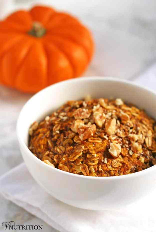 The 10 BEST pumpkin breakfast recipes - vegan baked pumpkin oatmeal!   hungrybynature.com