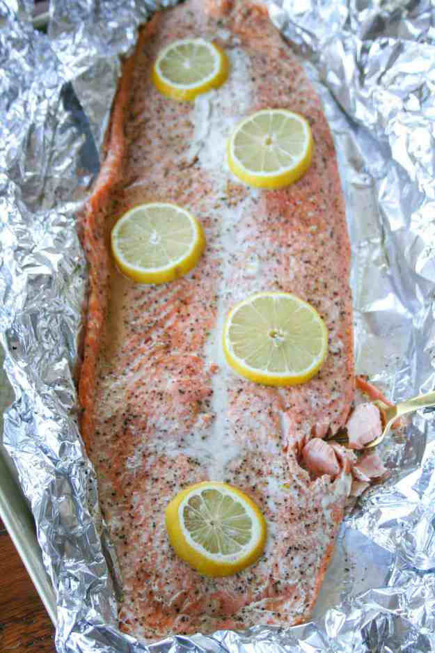 This simple roasted lemon salmon is paleo and Whole30 compliant, can be make in 30 minutes, and is baked in foil so there is no clean up! | hungrybynature.com