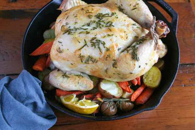 A naturally gluten free, paleo, and Whole30 Rosemary Chicken that is easy enough for a weeknight meal but feels fancy enough for a weekend dinner date! The whole roasted chicken wins again! | hungrybynature.com