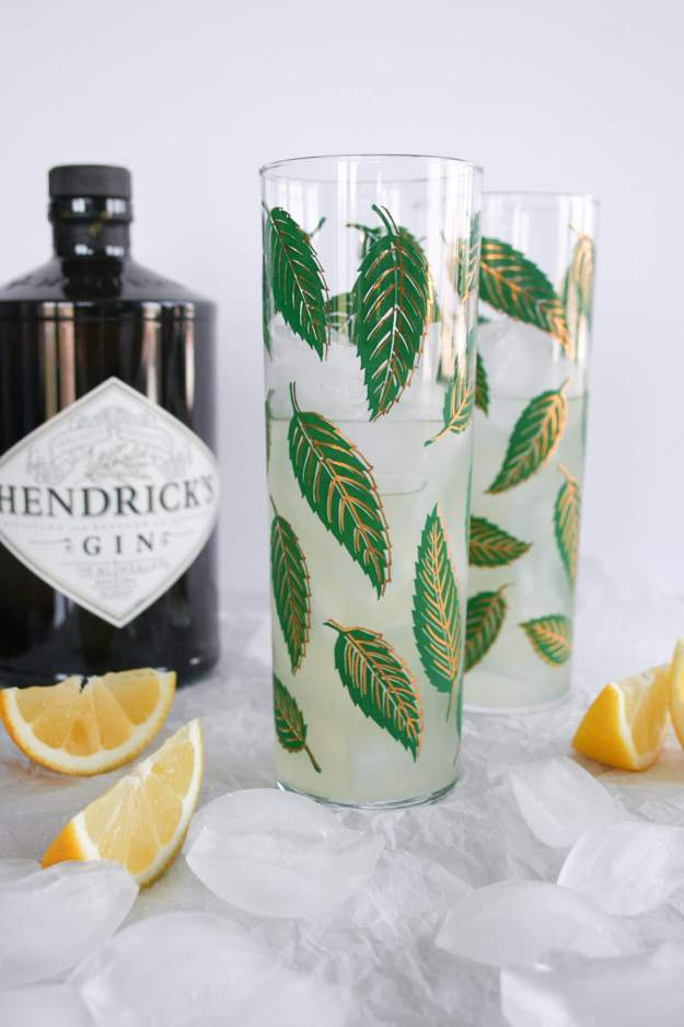 The Bee's Knees Cocktail | recipe, gin, easy, honey, honey syrup, lemon, drink | hungrybynature.com