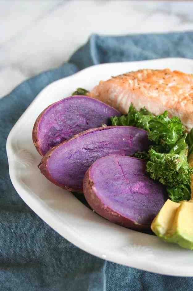 Simple Pan Seared Salmon Macro Bowls | recipe, easy, with skin, healthy, crispy, how to, kale, avocado, sweet potato | hungrybynature.com