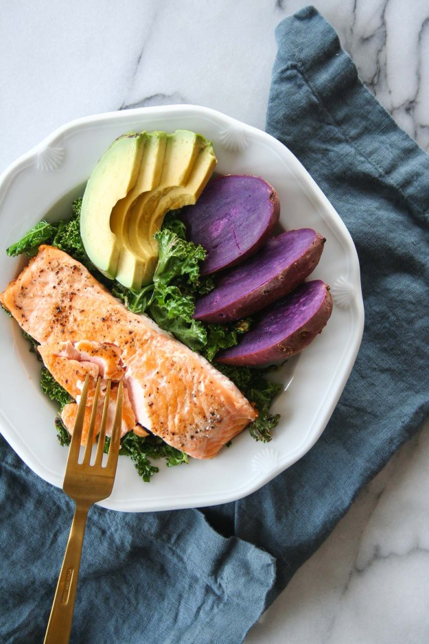Simple Pan Seared Salmon Macro Bowls | recipe, easy, with skin, healthy, crispy, how to, kale, avocado, sweet potato | hungrybynature.com