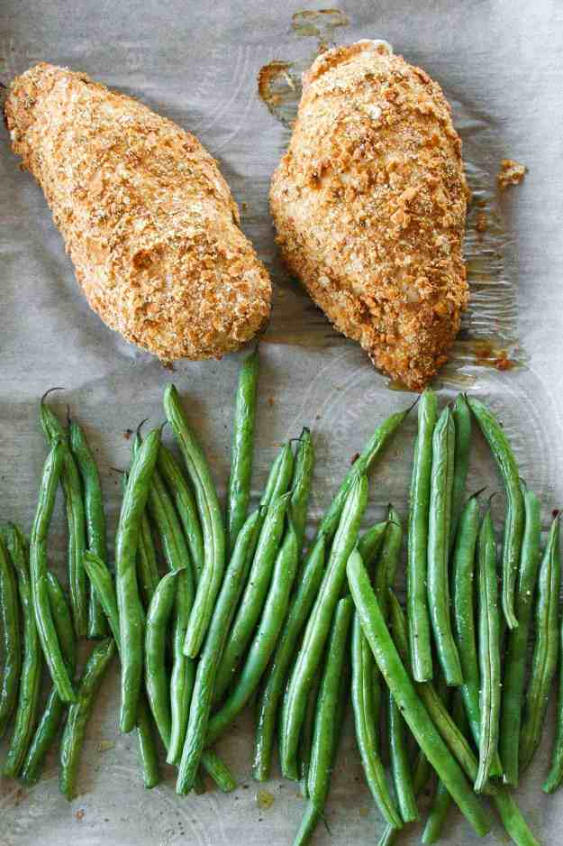 Sun Dried Tomato Crusted Chicken & Green Bean Sheet Pan Dinner | one pan, gluten free, easy, healthy, bake, paleo | hungrybynature.com