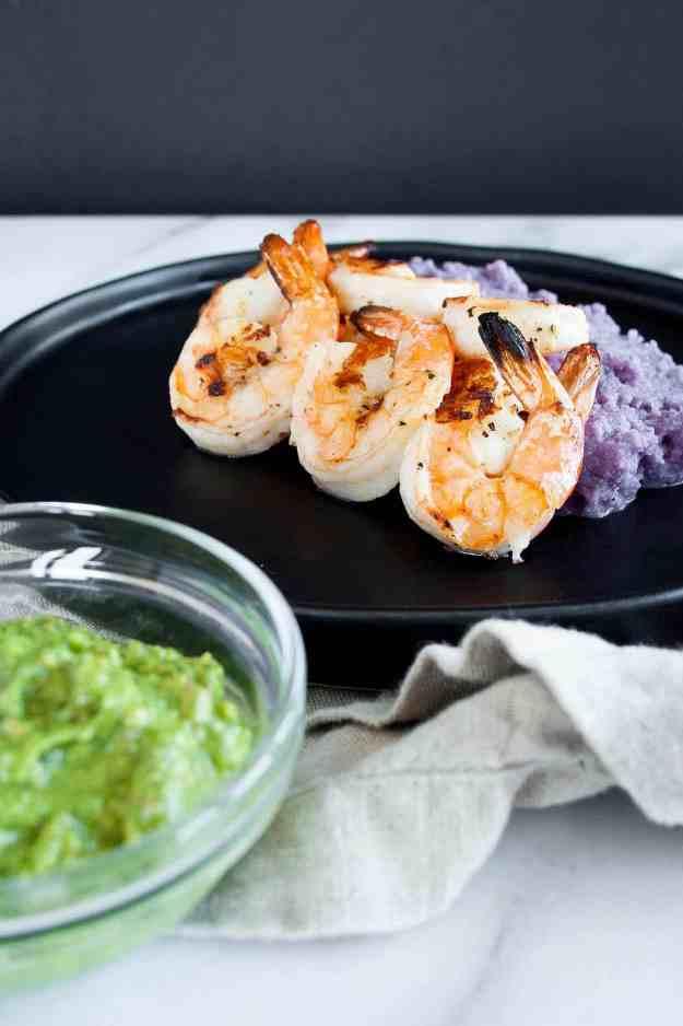 Grilled Shrimp Skewers with Cheesy Cauliflower Mash | lemon, garlic, easy, skewers, kebabs, kabobs, paleo, gluten free, grain free, dairy free, grill, marinade | hungrybynature.com