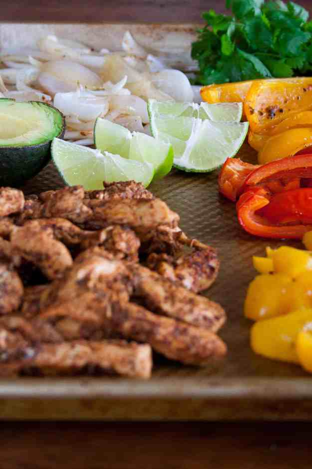 Sheet Pan Chicken Fajitas | paleo, whole30, weeknight dinner, low carb, healthy mexican food, easy, gluten free | hungrybynature.com