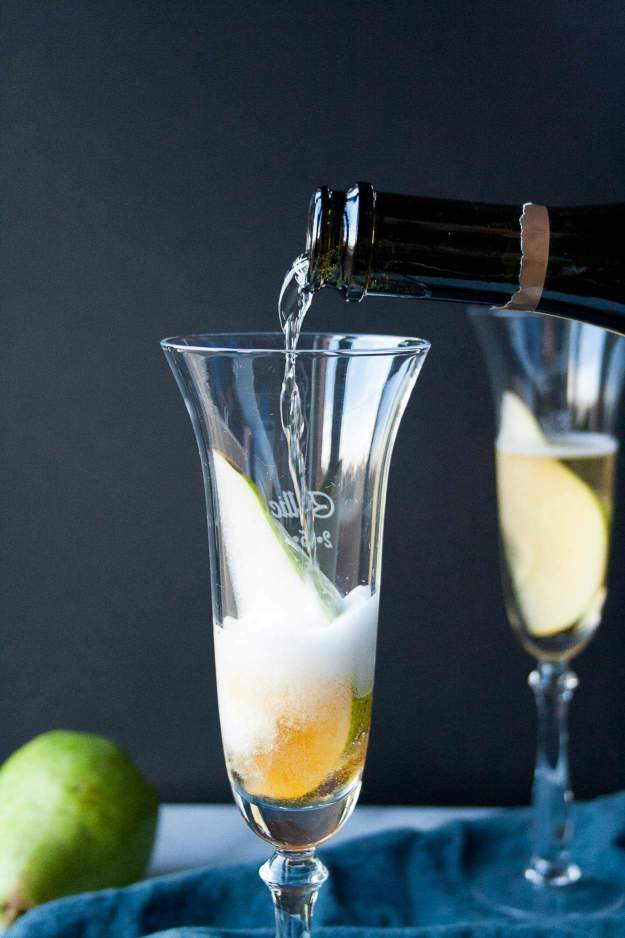 Spiced Pear Bellini | recipe, cocktail, easy, fall, brunch, Lyrics & Libations, holiday, prosecco, champagne | hungrybynature.com