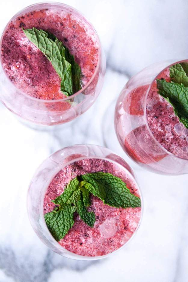 Rose Sorbet Mimosas | #cocktail #mimosa #bridalshower #spring #party | hungrybynature.com
