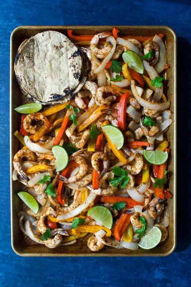 Sheet Pan Shrimp Fajitas   #whole30 #paleo #sheetpandinner #easy #vegetarian #healthy   hungrybynature.com