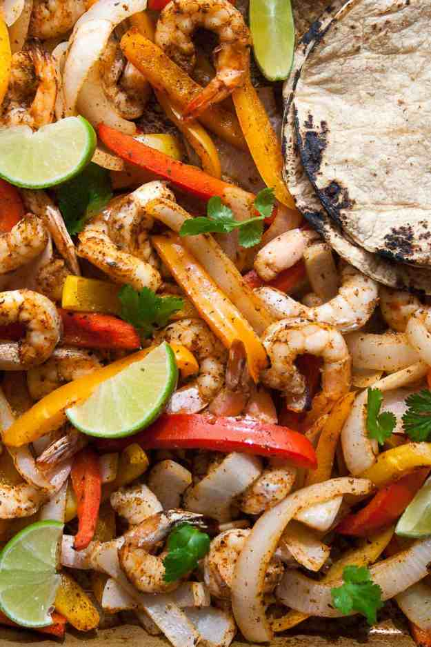 Sheet Pan Shrimp Fajitas | #whole30 #paleo #sheetpandinner #easy #vegetarian #healthy | hungrybynature.com