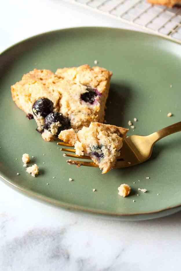 Paleo Blueberry Scones   #paleo #glutenfree #grainfree #healthy #mothersday #vegan #easy #brunch   hungrybynature.com
