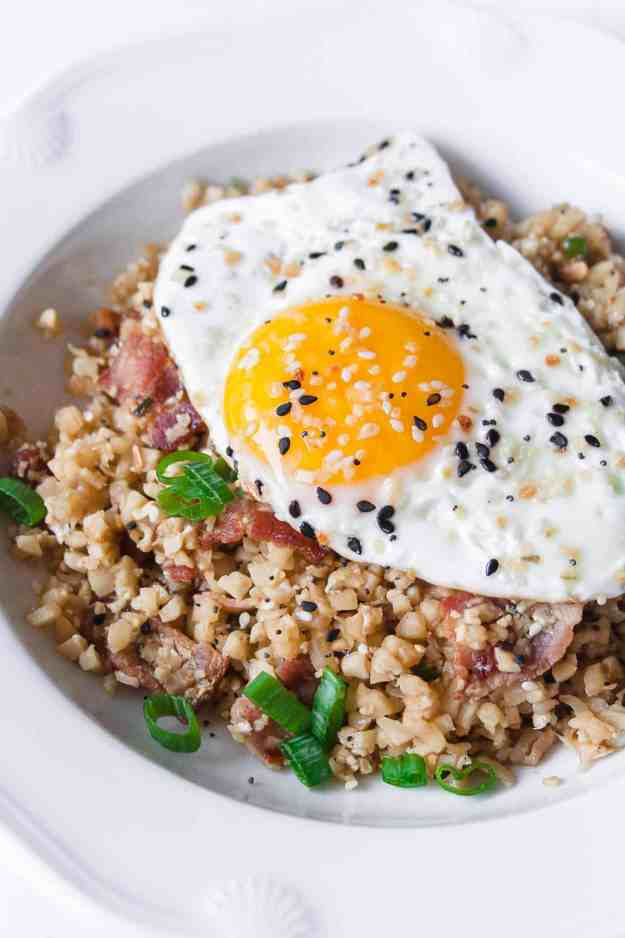 Whole30 Breakfast Fried Rice | #paleo #whole30 #glutenfree #cauliflowerice #eggs #bacon #simple #healthy | hungrybynature.com