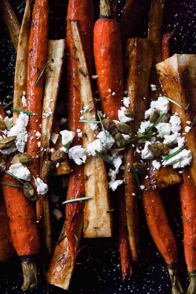Spiced Roasted Parsnips and Carrots | #datesyrup #sidedish #vegetables #glutenfree #paleo #grainfree #easy #holiday | hungrybynature.com