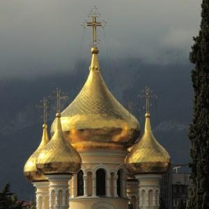 goldene Zwiebeltürme in Jalta