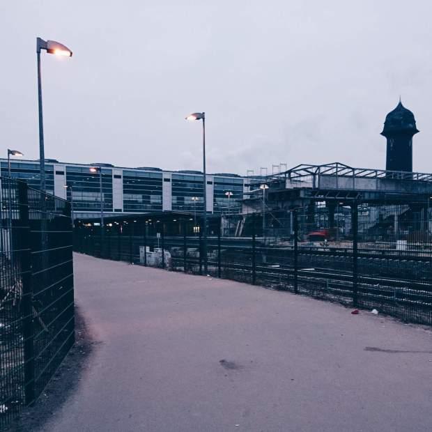 Blick auf den S-Bahnhof Berlin Ostkreuz mit Wasserturm