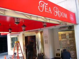 Russian_tea_room_nyc_restaurant_girl
