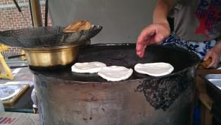 3 cinammon breads please Ajusshi